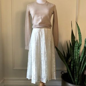 Soprano white lace pleated skirt. Small